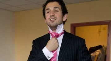 I Have A Pink Tie, What Should I Wear It With?